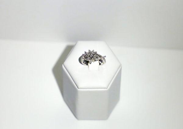 Anello fiore di diamanti